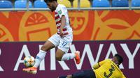 Konrad de la Fuente menjadi gelandang Amerika Serikat pertama yang masuk susunan pemain Barcelona saat menghadapi Barcelona (AFP)
