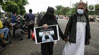 Massa aksi membubarkan diri usai terlibat bentrok dengan polisi di flyover Penggilingan, Jakarta, Kamis (24/6/2021). Sebelumnya, aparat kepolisian dengan simpatisan Rizieq Shihab terlibat bentrokan jelang sidang vonis perkara tes swab yang digelar di di PN Jakarta Timur. (Liputan6.com/Faizal Fanani)