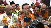 Menkopolkhukam Mahfud MD di Papua. (foto: Liputan6.com/Katharina Janur)