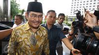 Ketua DKPP RI Jimly Asshiddiqie tiba untuk melakukan pertemuan dengan pimpinan KPK di Gedung KPK, Jakarta, Kamis (2/3). Kedatangan Jimly untuk beraudiensi terkait rencana diskusi pemberantasan korupsi ke depan. (Liputan6.com/Helmi Afandi)