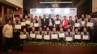 20 Pelatih Indonesia menerima sertifikat Diploma AFC Pro setelah menjalani rangkaian pelatihan dan ujian cukup panjang. (Bola.com/Gatot Susetyo)