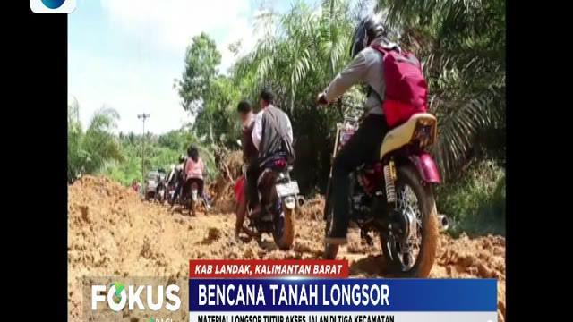 Material longsor yang menutupi seluruh badan jalan mengakibatkan terputusnya akses jalan di tiga kecamatan.