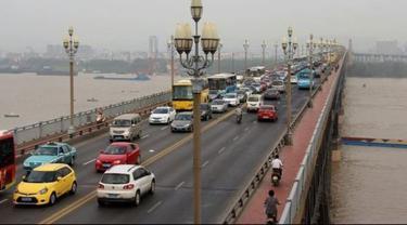 Pria di China Cegah 400 Orang Lebih untuk Bunuh Diri di Jembatan Nanjing
