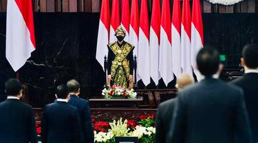 Presiden Jokowi mengenakan baju adat Sabu dari Nusa Tenggara Timur (NTT) saat menghadiri sidang tahunan MPR, Jumat (14/8/2020).