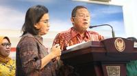 Menteri Koordinator Bidang Perekonomian Darmin Nasution (kanan) didampingi Menkeu Sri Mulyani (tengah) dan perwakilan OJK Nurhaida (kiri) saat meluncurkan Paket Kebijakan Ekomomi XVI di Kantor Presiden, Jakarta, Jumat (16/11). (Liputan6.com/Angga Yuniar)