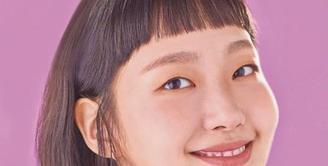 Memiliki wajah cantik alami dan kemampuan akting mumpuni, Kim Go Eun selalu sukses tampil memesona di setiap drama atau film yang ia mainkan. Salah satu hal yang tidak kalah menarik perhatian dari penampilan aktris 30 tahun ini adalah gaya rambutnya. (Instagram/simply.kge).