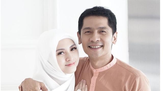 Menjelang 5 Tahun Pernikahan, Ini 6 Potret Mesra Donita dan Adi Nugroho