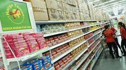 Ratusan produk dan bervariatif ditata rapi di Gerai Giant Extra Waru Sidoarjo, Kamis (25/7/2019). Giant yang merupakan salah satu unit bisnis dari PT Hero Supermarket Tbk (Hero Group) meluncurkan program Harga Teman dengan penawaran 800 produk favorit dan bervariatif. (Liputan6.com/HO/Eko)