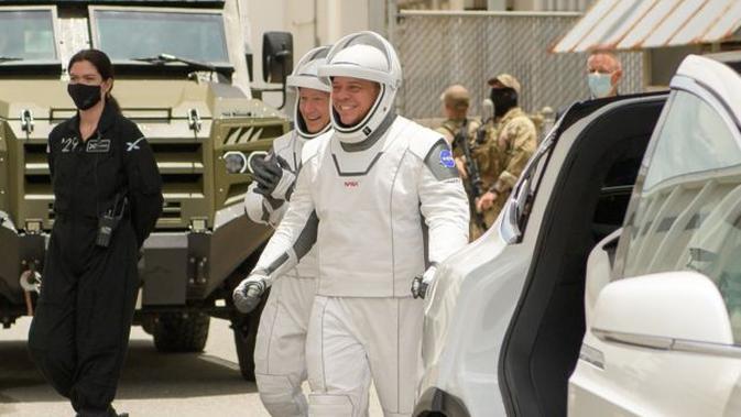 Cuaca Buruk, Misi Perdana SpaceX Kirim Astronaut N