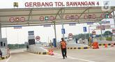 Suasana sosialisasi pembukaan jalan tol Desari Seksi II di kawasan Sawangan, Depok, Jawa Barat, Jumat (3/7/2020). Tol sepanjang 6,3 km tersebut mulai bisa dilalui kendaraan dengan tarif Rp0 alias gratis untuk dua minggu kedepan. (Liputan6.com/Immanuel Antonius)