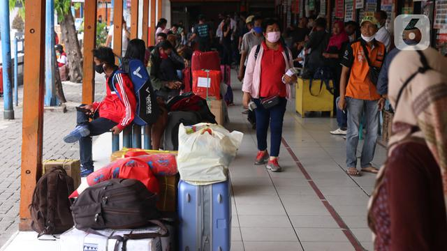 FOTO: Pemudik Idul Adha Mulai Ramai di Terminal Kalideres