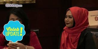 Dea Mirella memutuskan untuk memakai hijab.