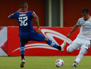 Bali United melawan Persiraja Banda Aceh