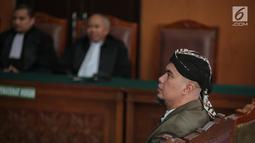 Terdakwa Ahmad Dhani saat menjalani sidang lanjutan atas kasus ujaran kebencian di Pengadilan Negeri Jakarta Selatan, Senin (19/11). Sidang ditunda lantaran pihak jaksa penuntut umum belum selesai menyusun draf penuntutan. (Liputan6.com/Faizal Fanani)