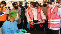 Menko PMK Muhadjir Effendy meninjau arus balik mudik Lebaran di Pelabuhan Bakauheni Lampung dan memantau arus transportasi di Balonggandu, Karawang, Jawa Barat, Minggu (16/5/2021). (Dok Kementerian Koordinator Bidang Pembangunan Manusia dan Kebudayaan)