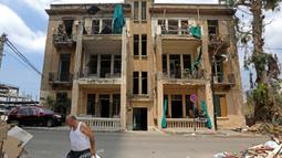Sebuah bangunan tua yang hancur terlihat di Beirut, Lebanon, pada 13 Agustus 2020. Sebanyak 601 bangunan bersejarah hancur akibat ledakan yang mengguncang Beirut pada 4 Agustus lalu, dengan 70 di antaranya dapat roboh jika tidak segera direstorasi. (Xinhua/Bilal Jawich)