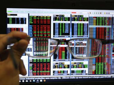 Layar sekuritas menunjukkan data-data saat kompetisi Trading Challenge 2017 di Bursa Efek Indonesia, Jakarta, Kamis (7/12). Kompetisi Trading Challenge 2017 ini sebagai sarana untuk menciptakan investor pasar modal berkualitas. (Liputan6.com/Angga Yuniar)