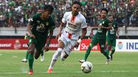 Persija Jakarta meraih hasil imbang 1-1 versus Persebaya Surabaya di Stadion Gelora Bung Tomo, Surabaya, Sabtu (24/8/2019). (Bola.com/Aditya Wany)