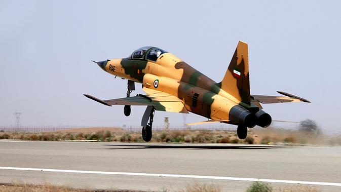 Gambar yang dirilis pada 21 Agustus 2018 menunjukkan pesawat jet tempur terbaru Iran buatan dalam negeri, Kowsar. Banyak yang mengatakan bentuk jet tempur itu sangat mirip dengan jet F-5 Tiger buatan Amerika Sserikat. (AFP/IRANIAN DEFENCE MINISTRY/HO)#source%3Dgooglier%2Ecom#https%3A%2F%2Fgooglier%2Ecom%2Fpage%2F%2F10000