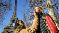 """Fiya Triyani menjadi makeup artist (MUA) model internasional di Paris """"La Mode"""" Sur La Seine a Paris."""