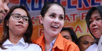 Jennifer Dunn ditangkap pihak Kepolisian di rumahnya di Mampang Prapatan, Jakarta Selatan pada Minggu (31/12/2017). Ia kedapatan memesan narkoba jenis sabu. (Adrian Putra/Bintang.com)