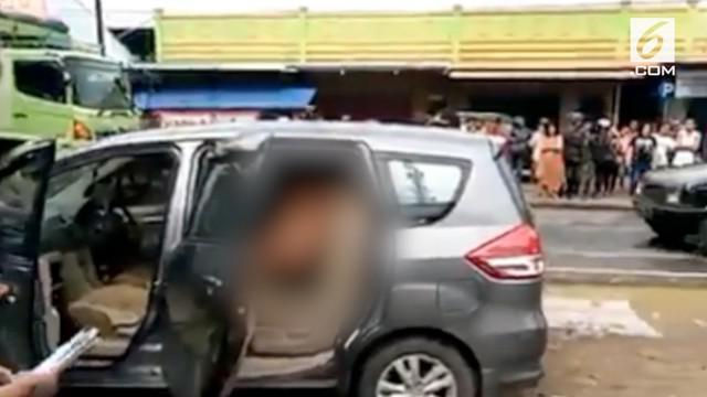 Polres Pati menangkap dua pria dalam keadaan telanjang dalam mobil. Saat ditemukan diduga keduanya sedang overdosis narkoba.