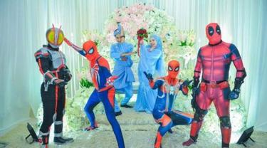 Kisah 4 Kakak Pakai Kostum Superhero di Pernikahan Adik Perempuan