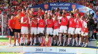 Arsenal menjalani 38 pertandingan Premier League 2003 - 2004 tanpa terkalahkan. Keberhasilan itu dikenal dengan sebutan The Invincible Arsenal (arsenalfc.com)