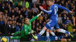 Andre Schurrle membuka keunggulan Chelsea atas Manchester City memanfaatkan crossing mendatar dari Fernando Torres (AFP/Glyn Kirk)