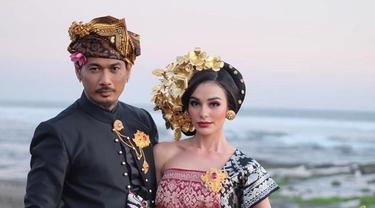 7 Potret Pernikahan Jerinx SID dan Nora Alexandra Philip, Kenakan Pakaian Adat Bali