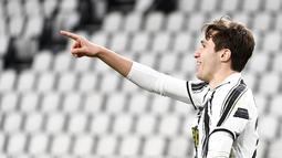 Penyerang Juventus, Federico Chiesa berselebrasi usai mencetak gol ke gawang Spezia pada pertandingan lanjutan Liga Serie A Italia di Stadion Allianz, Turin, Italia, Rabu (3/3/2021). Kemenangan ini memantapkan posisi Bianconeri di tiga besar klasemen. (Marco Alpozzi/LaPresse via AP)