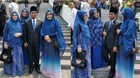 Lora Fadil Bareng Tiga Istrinya (Sumber: Instagram/pondokpesantren_alqodiri)