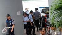 Suasana keberangkatan 17 mobil taktis Polri ke Pulau Nusakambangan, Cilacap, Jateng, Rabu (27/7). Kendaraan tersebut akan digunakan untuk operasional dalam persiapan eksekusi terpidana mati. (Liputan6.com/Helmi Afandi)