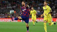Lionel Messi hanya tampil pada paruh pertama, saat Barcelona menang 2-1 atas Villarreal pada laga pekan keenam La Liga, di Camp Nou, Selasa (24/9/2019) malam waktu setempat. (AFP/Lluis Gene)