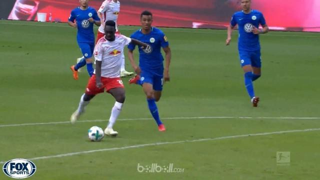 Penyerang muda asal Prancis, Jean-Kevin Augustin (20 tahun) membidani tiga gol yang mengantar RB Leipzig menang telak 4-1 atas Wol...