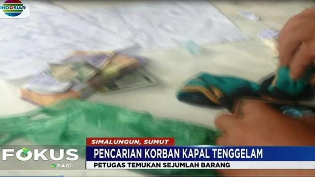 Sementara itu, upaya pencarian korban KM Sinar Bangun juga diikuti aparat pemerintahan Kabupaten Samosir yang melakukan penyisiran.