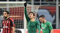 Winger Fiorentina, Federico Chiesa, merayakan gol ke gawang AC Milan pada laga Serie A di San Siro, Milan, Sabtu (22/12/2018). (AFP/Miguel Medina)