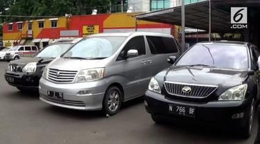 Sebanyak sebelas mobil bodong hasil curian tanpa STNK dan BPKB diamankan petugas. Mobil ini sebelumnya akan dijual ke Madura.