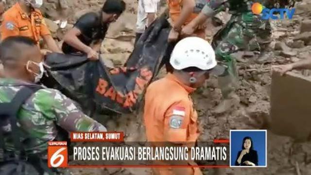 Dengan peralatan seadanya, tim gabungan berhasil kembali menemukan korban keempat dari bencana longsor di Kecamatan Gomo, Nias Selatan, Sumatra Utara.