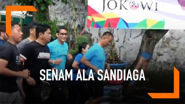 Calon Wakil Presiden Sandiaga Uno mengajak emak-emak di Bojonegoro untuk senam pagi bersama.
