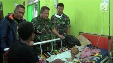 Satuan tugas Kesehatan TNI dengan Kemenkes RI memasuki kampung-kampung terpencil di Kabuaten Asmat.