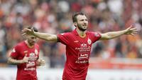 Berkat penampilan apiknya, bek berusia 33 tahun ini dinobatkan sebagai pemain terbaik pada laga perdana Persija di Shopee Liga 1 2020. (Bola.com/M Iqbal Ichsan)