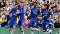 Para pemain Chelsea merayakan gol yang dicetak oleh Jorginho ke gawang Brighton & Hove Albion pada laga Premier League di Stadion Stamford Bridge, Sabtu (28/9). Chelsea menang 2-0. (AP/Frank Augstein)