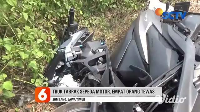 Tragis. Seorang ibu, dan dua anak tewas seketika setelah motor yang dikendarainya ditabrak truk di Jalan Raya Desa Jani, Kecamatan Mojoagung, Kabupaten Jombang, Minggu (27/9) sore.