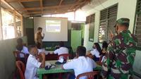 Para siswa di Kabupaten Kepulauan Sitaro mengikuti proses pembelajaran daring dengan fasilitas yang disiapkan pihak Koramil Tagulandang.