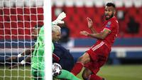 Pemain Bayern Munchen Eric Maxim Choupo-Moting mencetak gol ke gawang Paris Saint-Germain atau PSG pada leg kedua perempat final Liga Champions di Stadion Parc des Princes, Rabu (14/4/2021) dini hari WIB.(AP Photo/Francois Mori)