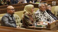 Ketua KPU, Arief Budiman (ketiga kiri) saat mengikuti rapat kerja/rapat dengar pendapat dengan Komisi II DPR di Kompleks Parlemen, Jakarta, Kamis (26/9/2019). Rapat membahas evaluasi Pemilu 2019 dan persiapan Pilkada Serentak 2020. (Liputan6.com/Helmi Fithriansyah)