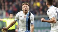 Striker Lazio Ciro Immobile merayakan golnya ke gawang Genoa dalam lanjutan Liga Italia di Stadio Comunale, Italia, Minggu (23/2/2020). Lazio menang 3-2. (Tano Pecoraro / Lapresse via AP)
