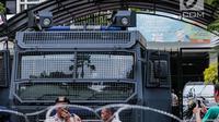 Mobil Water Canon terlihat di area gedung KPU, Jakarta, Jumat (1/3). Sebanyak 4.039 personel gabungan dari TNI, polisi dan Pemprov DKI disiagakan dalam mengamankan aksi massa Forum Umat Islam (FUI) dan Gerakan Jaga Indonesia. (Liputan6.com/Faizal Fanani)