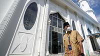 Menparekraf Sandiaga Uno mengunjungi Masjid Rahmatullah di kawasan Pantai Lampuuk, Aceh Besar. (dok. Biro Humas dan Komunikasi Publik Kemenparekraf)